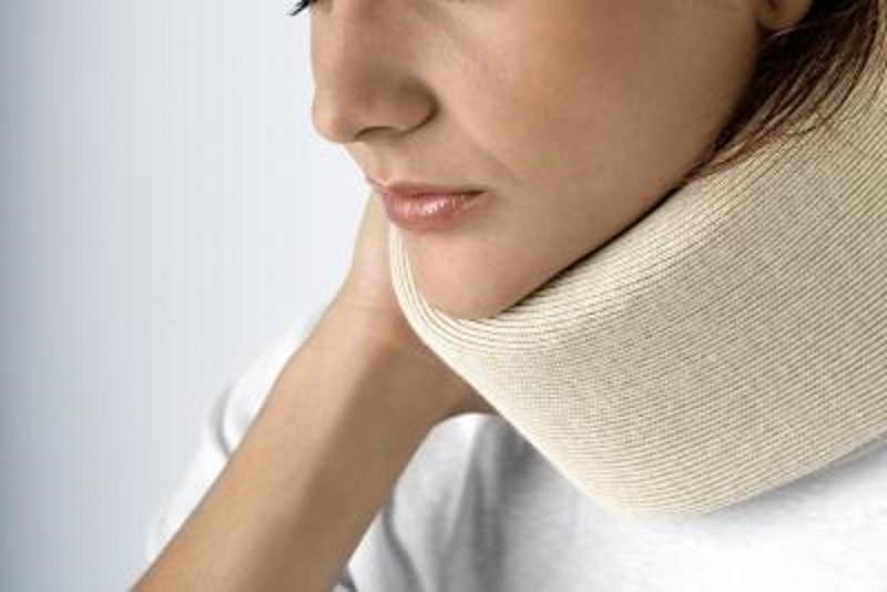 دیسک گردن چه علائمی دارد و افراد از طریق چه نشانه هایی این بیماری را تشخیص می دهند؟