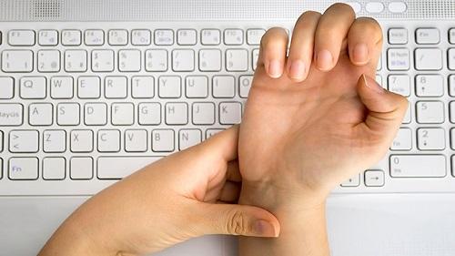 به چه علت افراد دچار سندروم دکورون می شوند؟