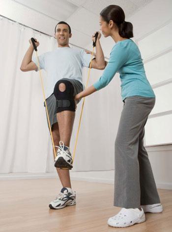 برخی از روش های رایج در درمان آسیب های ورزشی عبارت است از:
