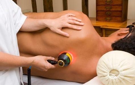- لیزر درمانی در فیزیوتراپی به چند صورت انجام می شود؟