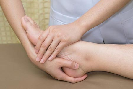 فیزیوتراپی مچ پا به چه نحوی می باشد و چه روش هایی برای انجام آن وجود دارد؟
