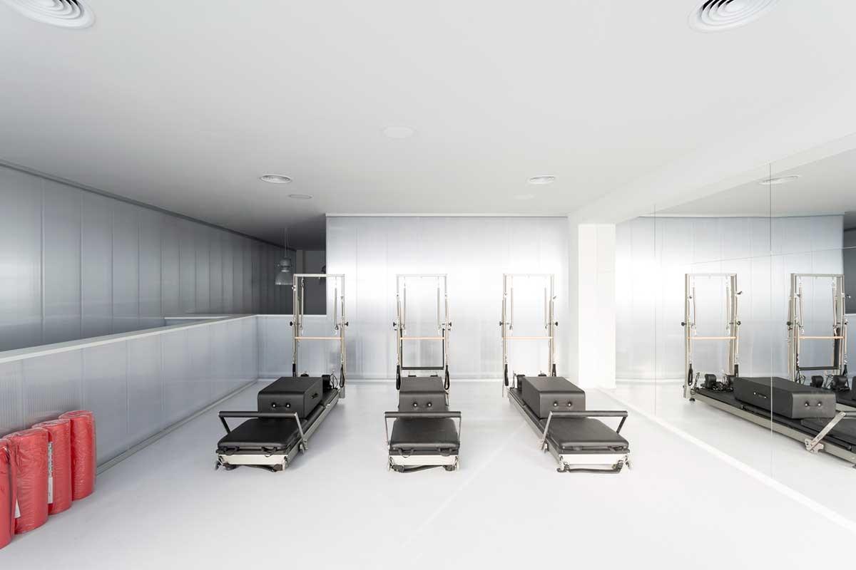 در یک مرکز فیزیوتراپی مجهز چه اقداماتی برای بهبود حال بیمار انجام می شود؟