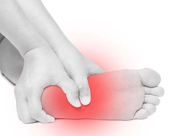 علل درد و آسیب های کف پا چیست و قبل از شروع درمان شاک ویو کف پا چه اقداماتی باید انجام داد ؟