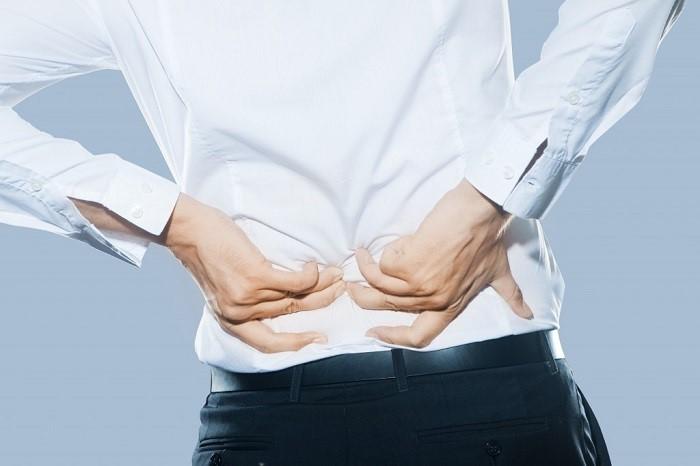 دلایل اصلی کمر درد در افراد به چه مواردی مربوط می شود و شایع ترین عللی که در افراد باعث کمر درد می شود، کدام موارد هستند؟