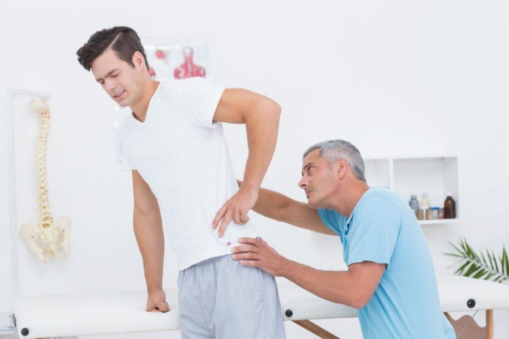 کاهش کمر درد با انجام فیزیوتراپی طب سوزنی