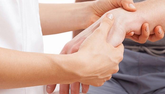 از مهم ترین روش هایی که پزشکان برای درمان بیماری دکورون توصیه می کنند